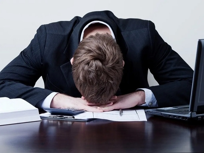 """Juíza condena empresa que dispensou trabalhador com depressão: """"tratado como só mais um"""""""