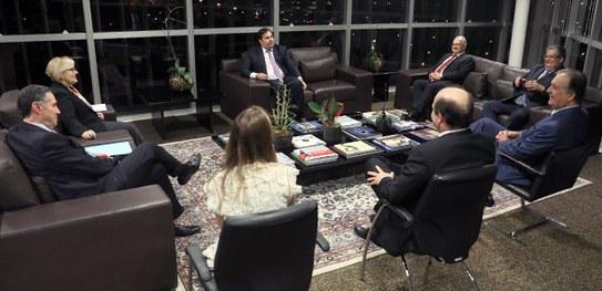 Proposta de reforma eleitoral é entregue a Rodrigo Maia