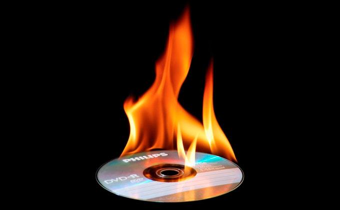 Porteiro que queimou CD com provas de justa causa é condenado por má-fé