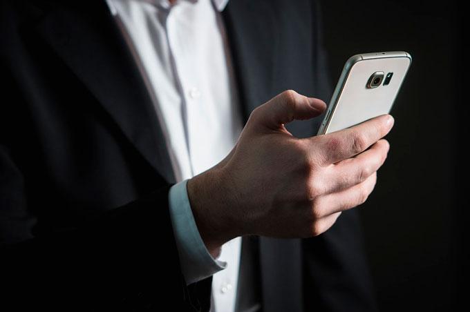Funcionário que recebeu e-mails com ofensas de concorrente será indenizado