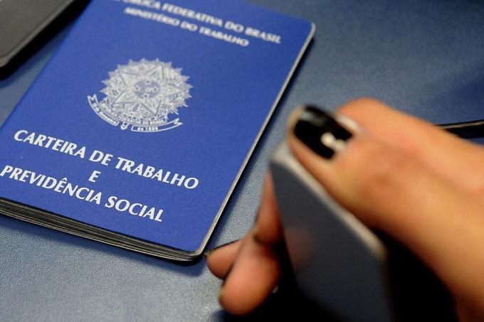 Empresa indenizará por anotação em carteira de trabalho com referência à ação trabalhista